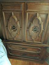 4 piece Queen Solid Walnut Bedroom Set in Elgin, Illinois