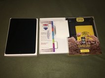iPad Pro 9.7- inch Wi-Fi 256GB Space Gray in Camp Lejeune, North Carolina