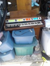 Electric organ in Bolingbrook, Illinois