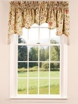 Country Curtain brand Queen comforter and matching window curtains. in Glendale Heights, Illinois