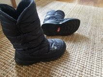 Girl's North Face boots in Naperville, Illinois