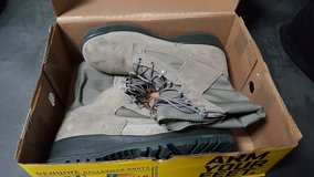 Belleville Steel Toe 9.5R Sage Green  combat boots in Okinawa, Japan