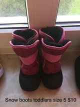 Toddler snow boots in Baumholder, GE