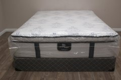 Queen Serta Perfect Sleeper Secluded Oaks pillowtop mattress in Spring, Texas