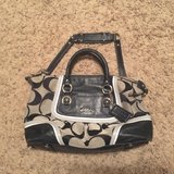 Authentic Coach purse like new neutral colors in Fort Leonard Wood, Missouri