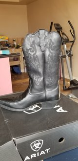 Combat Boots and Cowboy Boots for Sale in El Paso, Texas