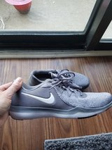 Woman's Nike Size 9 in Naperville, Illinois