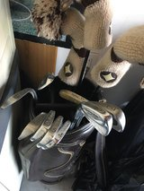 Golf clubs     left handed     used in Tinley Park, Illinois
