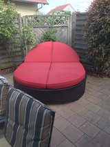 Oversized Outdoor Reclining Oval Lounge Chair in Baumholder, GE