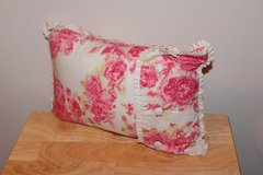 Floral Print/Button Detail Throw Pillow in Fort Leonard Wood, Missouri