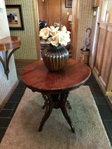 Round pedestal entry table. in CyFair, Texas