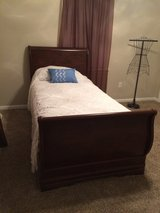 Twin sleigh bed cherry in Fort Knox, Kentucky