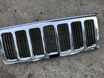 front upper chrome Jeep commander 2006-2010 grill in Naperville, Illinois