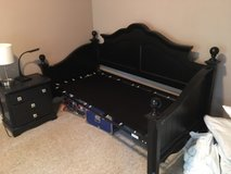 Black twin daybed (day bed)- no mattress in Kingwood, Texas