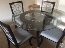 Table w/chairs in Quantico, Virginia