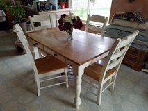 Kitchen table & chairs in Sandwich, Illinois