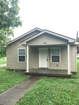 2 Bed 1 Bath Home Off College St! in Fort Campbell, Kentucky