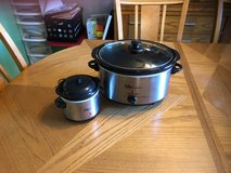 Crockpot set in Tinley Park, Illinois