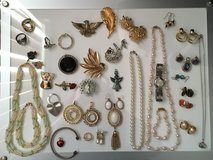 Assorted costume jewelry Lot in Joliet, Illinois