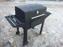 Reduced-Charcoal Grill (Moving out of town....must sell) in El Paso, Texas