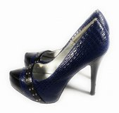 Size 8.5 Qupid leather Blue heels in Bellaire, Texas