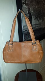 Like new!  Fossil Genuine Leather Purse in Naperville, Illinois