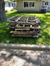Free scrap wood/pallet wood in Bolingbrook, Illinois