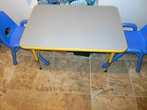 For Sale Kids table and 2 chairs in Bolling AFB, DC