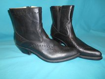 Men's Size 10 cowboy boots in Schaumburg, Illinois