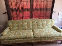 Vintage couch sofa in Fort Belvoir, Virginia