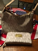Michael Kors purse & wallet set in Conroe, Texas