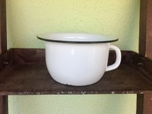 Bed Pan - Chamber Pot - Pee Pan White Enameled with Handle in Ramstein, Germany
