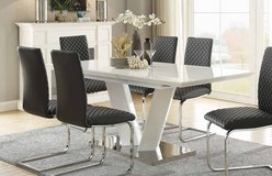 """NEW! LUXURIOUS """"MELROSE"""" QUALITY DINING SET in Camp Pendleton, California"""