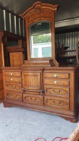 thomasville antique dresser W/ mirror(credit card accepted in Camp Lejeune, North Carolina