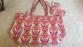 Vera Bradley grand tote bag, wristlet and id pouch - barely used in Glendale Heights, Illinois