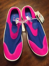 Girls sz 6 water shoes in Leesville, Louisiana