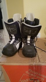 Size 12 snowboard bindings in Yucca Valley, California