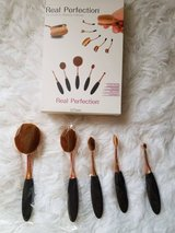 NEW! 5 piece makeup brushes in Joliet, Illinois