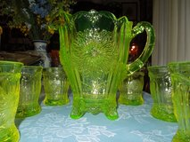 Vaseline glass pitcher w/ 6 glasses in Warner Robins, Georgia
