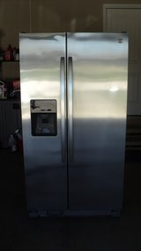 Like New Kenmore Side-by-Side Refrigerator in Fort Leonard Wood, Missouri