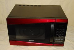 West Bend 900w Microwave Oven in Fort Meade, Maryland