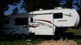 2008 Sundance fifth wheel trailer 32 ft with 2 slide outs in Baytown, Texas