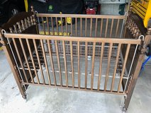 Bassett Crib made out of pine wood, excellent quality. in Westmont, Illinois
