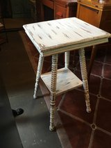 Small table 16x 16 27 tall in Cleveland, Texas