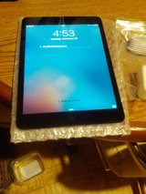 I PAD MINI 3 MINT WITH CHARGER 4G UNLOCKED 7.9 !! in Todd County, Kentucky