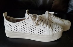 Mossimo platform perforated tennis shoe sneaker in Naperville, Illinois