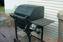 BBQ GRILL - GAS FIRED IGNITION CHARCOAL GRILL in Quad Cities, Iowa