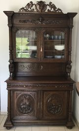 Antique Hunter's Hutch in Grafenwoehr, GE