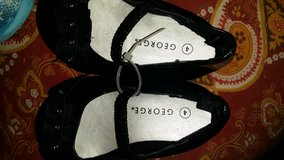 baby girl sandals size 4 in Fort Campbell, Kentucky