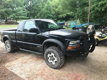 2001 chevy s10 4wd in Fort Polk, Louisiana